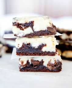 I just love chocolate.White and Dark Chocolate Cream Cheese Chocolate Cake Bars. Chocolate Cream Cheese Cake, Cream Cheese Bars, Cake With Cream Cheese, White Chocolate Chips, Chocolate Cake, Chocolate Cheesecake, Chocolate Desserts, Cupcakes, Cupcake Cakes