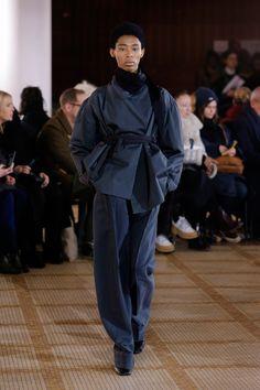 Lemaire Fall 2018 Ready-to-Wear Fashion Show Vogue Paris, Stylish Outfits, Fashion Outfits, Fasion, Fashion Women, Models Backstage, Autumn Fashion 2018, Paris Fashion, High Fashion
