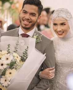 Hijabi Wedding, Wedding Hijab Styles, Muslimah Wedding Dress, Muslim Wedding Dresses, Foto Wedding, Wedding Veils, Wedding Bride, Wedding Trees, Dream Wedding