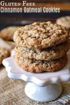 Gluten Free Cinnamon Spiced Old Fashioned Oatmeal Cookies - Breezy. You are in the right place about crispy Gluten Free Cookies Here we offer you the mos Cookies Sans Gluten, Dessert Sans Gluten, Bon Dessert, Gluten Free Sweets, Dessert Recipes, Appetizer Dessert, Oatmeal Cookies Gluten Free, Entree Recipes, Mini Desserts