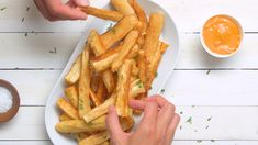 Try a South American recipe for fried yuca wedges (yuca frita), a popular way to cook the cassava root which has a starchy, fibrous texture. Mexican Food Recipes, Vegetarian Recipes, Cooking Recipes, Skillet Recipes, Yucca Recipe, Yucca Root Recipes, Fritas Recipe, Yucca Fries, Healthy Comfort Food