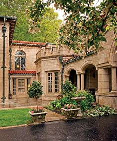 Built in Flint,Michigan by a General Motors executive, the Mediterranean Revival house is an architectural tour de force. Built during 1930's to look like the Montague House in Verona,Italy.