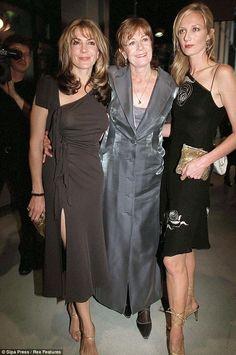 Natasha Richardson (mulher de Liam Neeson morreu em 2009 num acidente de esqui), Vanessa Redgrave e Joely Richardson (Mother and daughters) Natasha Richardson, Joely Richardson, Vanessa Redgrave, Celebrity Siblings, Celebrity Kids, Liam Neeson, Mom Daughter, Daughters, Famous Sisters