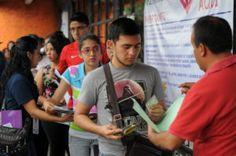 Jóvenes presentan examen de ingreso a la #UV