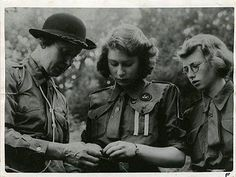 Princess Elizabeth ties knots by Girl Guides of Canada, via Flickr
