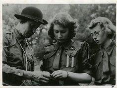 Princess Elizabeth ties knots by Girl Guides of Canada, via Flickr