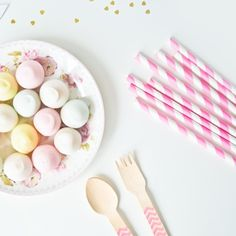 Hot pink paper straws / Paie de hartie roz aprins