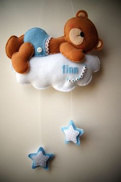 Handmade by JoHo - Vilten beer op wolk met sterren. Felt bear. Original idea of…