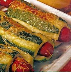 Hot dog de courgettes Hot dog recipe of zucchini Dog Recipes, Lunch Recipes, Healthy Recipes, Healthy Food, Comfort Food, Hot Dogs, Entrees, Food Porn, Good Food