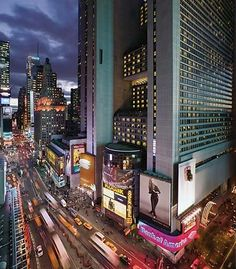 The New York Marriott Marquis hotel in NYC brings the energy of Manhattan to your door. Located in the heart of Times Square and the Broadway theater district, this contemporary NYC hotel is perfect for weekend getaways as well as family and business travel. Boasting updated rooms and suites, high-speed elevators and three restaurants and lounges, this modern New York hotel in NYC Times Square puts you near famous attractions like Fifth Avenue shopping, Radio City Music Hall, Rockefell...