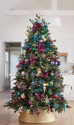 43 Unordinary Christmas Tree Decor Ideas - The two most traditional styles of christmas tree décor are Country and Victorian. The Victorian style of christmas tree décor is definitely more ex. Pretty Christmas Trees, Colorful Christmas Tree, Christmas Tree Themes, Outdoor Christmas Decorations, Rustic Christmas, Christmas Traditions, Christmas Home, Christmas Holidays, Christmas Island
