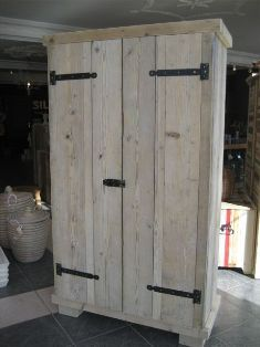Steigerhout kasten by Silo 6 Diy Pallet Projects, Easy Diy Projects, Pallet Furniture, Custom Furniture, Wardrobe Shelving, Scaffolding Wood, White Washed Furniture, Pallet Building, Armoire