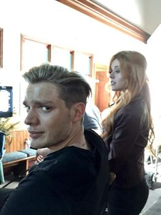 Clace The Shadowhunters Clary Et Jace, Shadowhunters Clary And Jace, Shadowhunters Tv Series, Isabelle Lightwood, Jace Lightwood, Dominic Sherwood Shadowhunters, Shadow Hunters Tv Show, Shadowhunters The Mortal Instruments, Matthew Daddario