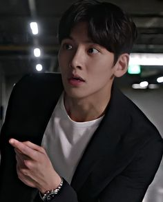 Ji Chang Wook Smile, Ji Chang Wook Healer, Ji Chan Wook, Hot Korean Guys, Korean Men, Korean Actors, Suspicious Partner Kdrama, Korean Drama Funny, Ji Chang Wook Photoshoot