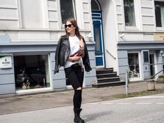 Alexa Carolin Thiele wearing REPLAY Cheerily Jeans and REPLAY boots.  Check out the Jeans here:  https://www.zalando.de/replay-jeans-slim-fit-washed-black-destroyed-re321n037-q11.html and similar boots here: https://www.replayjeans.com/de/shop/category/damen/schuhe/pc/48/51 #replay #replaygermany #denim #replayjeans #alexacarolinthiele