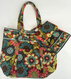 Another perfect #backtoschool gift for your #favoriteteacher!  Large #VeraBradley #tote in like-new condition w/#lunchbag $55 ☎️210-452-0034 for availability and purchases, no holds  #cmselma