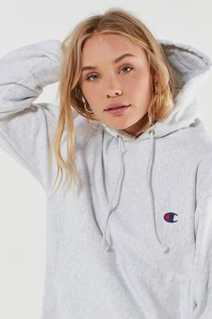 Urban Outfitters Champion Reverse Weave Logo Hoodie Sweatshirt - S Cute Comfy Outfits, Sporty Outfits, Nike Outfits, Cool Outfits, Cute Hoodie, Grey Hoodie, Grey Champion Sweatshirt, Champion Clothing, Sports Hoodies