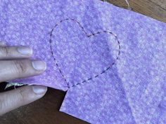 Cómo hacer un corazón de tela | Gineceo Fabric Hearts, Fabric Ornaments, Felt Birds, Heart Ornament, Earring Tutorial, Fabric Scraps, Couture, Beaded Earrings, Embroidery Patterns