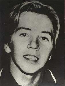 Carlos Valeta, 18 ans, il se trouvait dans la queue de l'avion. Il survécut à la chute mais mourut en tentant de rejoindre ses amis dans le fuselage