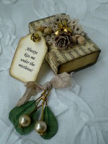 "** Christmas Altered Matchbox ""Kiss Me Under The Mistletoe""  @todolwen"