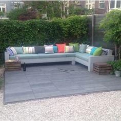 gestreepte en uni outdoor stoffen van kleurmeester.nl #tuin #tuininspiratie #lounge #kussens #buiten #doehetzelf