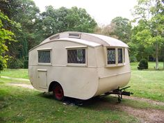 vintage caravans 543950461229833252 - Ultimate Barn Find – the second of four prototype caravans built in 1946 but not put into production Source by salignan Retro Trailers, Vintage Travel Trailers, Camper Trailers, Airstream Camping, Travel Trailer Camping, Glamping, Little Trailer, Small Trailer, Camping Essentials
