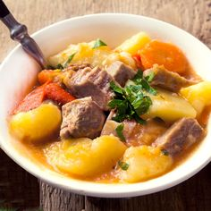 estofado de cerdo detalle Pot Roast, Stew, Ethnic Recipes, Food, Lean Body, Pork Stew, One Pot Dinners, Easy Recipes, Vegetables