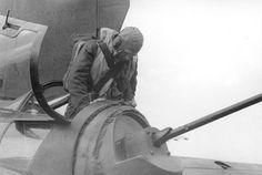 Bundesarchiv Bild 101I-668-7164-14A, Flugzeug Heinkel He 177, Heckschütze.jpg