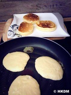 Rezept dicke saftige Pancakes snacks with bread Dicke Pancakes Pancake Recipe With Yogurt, Greek Yogurt Pancakes, Best Pancake Recipe, Snacks Sains, Homemade Pancakes, Chocolate Chip Pancakes, Savoury Cake, Food Blogs, Clean Eating Snacks