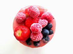 Truskawki, dużo truskawek, nasiona chia, miód, olej kokosowy, mleko 😉 Lato w szklance 🍓😍❤  Zapraszam na mój fb https://www.facebook.com/eatdrinklook/ -----> Strawberries, lots of strawberries, chia seeds, honey, coconut oil, milk 😉 Summer in a glass 🍓😍❤  I invite you to my fb https://www.facebook.com/eatdrinklook/