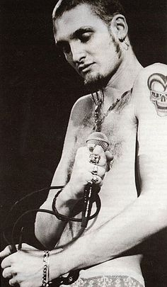 nice pic of a great singer / songwriter ... Layne Staley