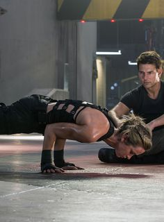 Edge of Tomorrow - Publicity still of Tom Cruise & Emily Blu.- Edge of Tomorrow – Publicity still of Tom Cruise & Emily Blunt Tom cruise. Aka my favorite actor! But he is tied with Leonardo dicaprio - Edge Of Tomorrow, Fitness Inspiration, Body Inspiration, Tom Cruise, Fitness Goals, Fitness Motivation, Darkness Girl, Boxing Girl, Leonardo Dicaprio