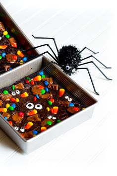These festive HALLOWEEN BROWNIES are perfect for your upcoming Halloween Party! These special treats will be the star of the show on your Halloween dessert table. Count these among your best fall recipes. Halloween Brownies, Halloween Desserts, Halloween Cupcakes, Halloween Treats, Fun Desserts, Halloween Party, Spooky Halloween, Best Brownie Recipe, Brownie Recipes