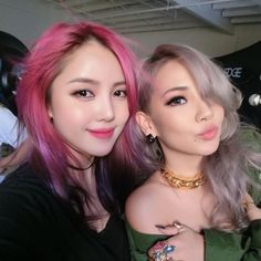 Lee Chaelin and Park Hye Min show off their candyfloss-inspired hair colours… Korean Makeup Look, Asian Makeup, Korean Beauty, Asian Beauty, Pony Makeup, Hair Makeup, Pony Effect Makeup, Famous Makeup Artists, Cl Fashion