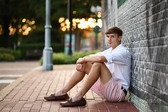 So handsome! Great session at the square with Josh! Chris Landau Photography / Memphis senior photographer / Collierville Senior Photographer / senior guy pose