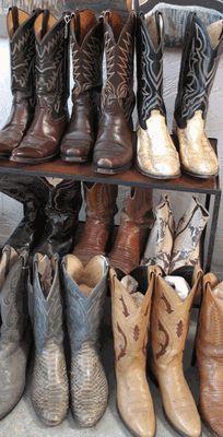 Vintage cowboy boots = LOVE!