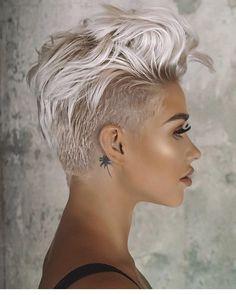 Long Pixie Cuts, Short Pixie Haircuts, Short Hair Cuts For Women, Blonde Haircuts, Undercut Pixie Haircut, Pixie Cut Bangs, Short Short Hair, Short Hair Pixie Edgy, Pixie Mohawk