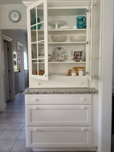 Kitchen hutch: using kitchen cabinetry