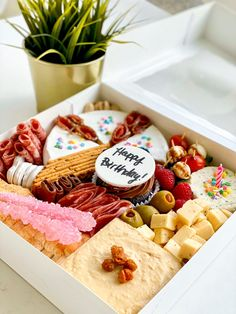 Want to make someone feel special for their birthd Charcuterie Gift Box, Plateau Charcuterie, Charcuterie Recipes, Charcuterie Platter, Charcuterie And Cheese Board, Party Food Platters, Cheese Platters, Menue Design, Fingerfood Party