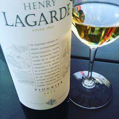 Excellent #viognier d'#argentine #mendoza #vin de semaine impeccable ! Rafraichissant, vif sur la pomme verte et zeste d... Argentine, Instagram Widget, Mendoza, White Wine, Alcoholic Drinks, Bottle, How To Make, Vibrant, Red