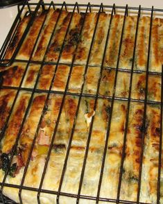 Bbq Pie / Kwaai Braai Paai recipe: You can add or omit ingredients to taste. Braai Recipes, My Recipes, Cooking Recipes, Favorite Recipes, Recipies, Oven Recipes, Braai Pie, South African Braai, South African Recipes