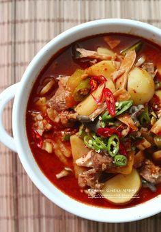 Korean Dishes, Korean Food, Food Design, Food Flatlay, K Food, Asian Cooking, Bean Soup, Food Plating, No Cook Meals