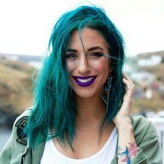 Девушки с цветными волосами, татуировками и пирс
