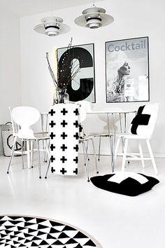 Cruces en estilo blanco y negro minimal. DECODIY