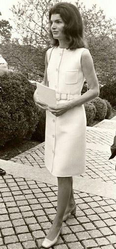 Mrs Kennedy, Jackie Kennedy Style, Jaqueline Kennedy, Caroline Kennedy, Jacqueline Kennedy Onassis, Transparent Dress, 1960s Fashion, Fashion History, Beautiful Outfits