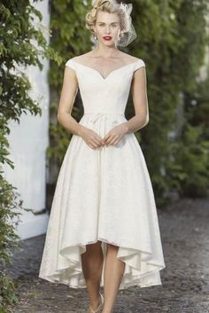 View our range of affordable tea length wedding dresses from Brighton Belle. Featuring vintage style short bridal gowns & unique retro t-length wedding dresses. Wedding Dresses Short Bride, Hi Low Wedding Dress, Vintage Inspired Wedding Dresses, Wedding Dress Organza, Bridal Dresses, Vintage Dresses, Wedding Gowns, Bridesmaid Dresses, Vintage Weddings
