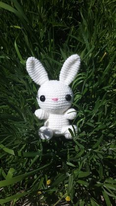 Håll i hatten, ännu ett mönster på ett djur! Den här gången har jag virkat en vit kanin som nog även en nybörjare kan få ihop. Som med alla...