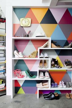 Geometric wall and shoe storage in a truly inspiring and creative loft. Photo: Julie Ansiau. Styling Charlotte Huguet. Elle. Copyright reserved.