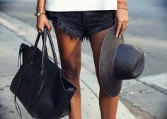 Image via We Heart It https://weheartit.com/entry/165294183/via/2659899 #bag #cecile #fashion #girl #hat #Hot #legs #luxury #newyork #summer #accesoirs #hotpens