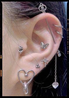 Jewelry Tattoo, Ear Jewelry, Cute Jewelry, Jewelery, Jewelry Accessories, Pretty Ear Piercings, Grunge Jewelry, Accesorios Casual, Cute Earrings